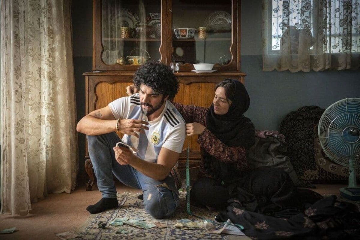 تیپ خفن سینا مهراد با شلوره پاره و خالکوبی +عکس