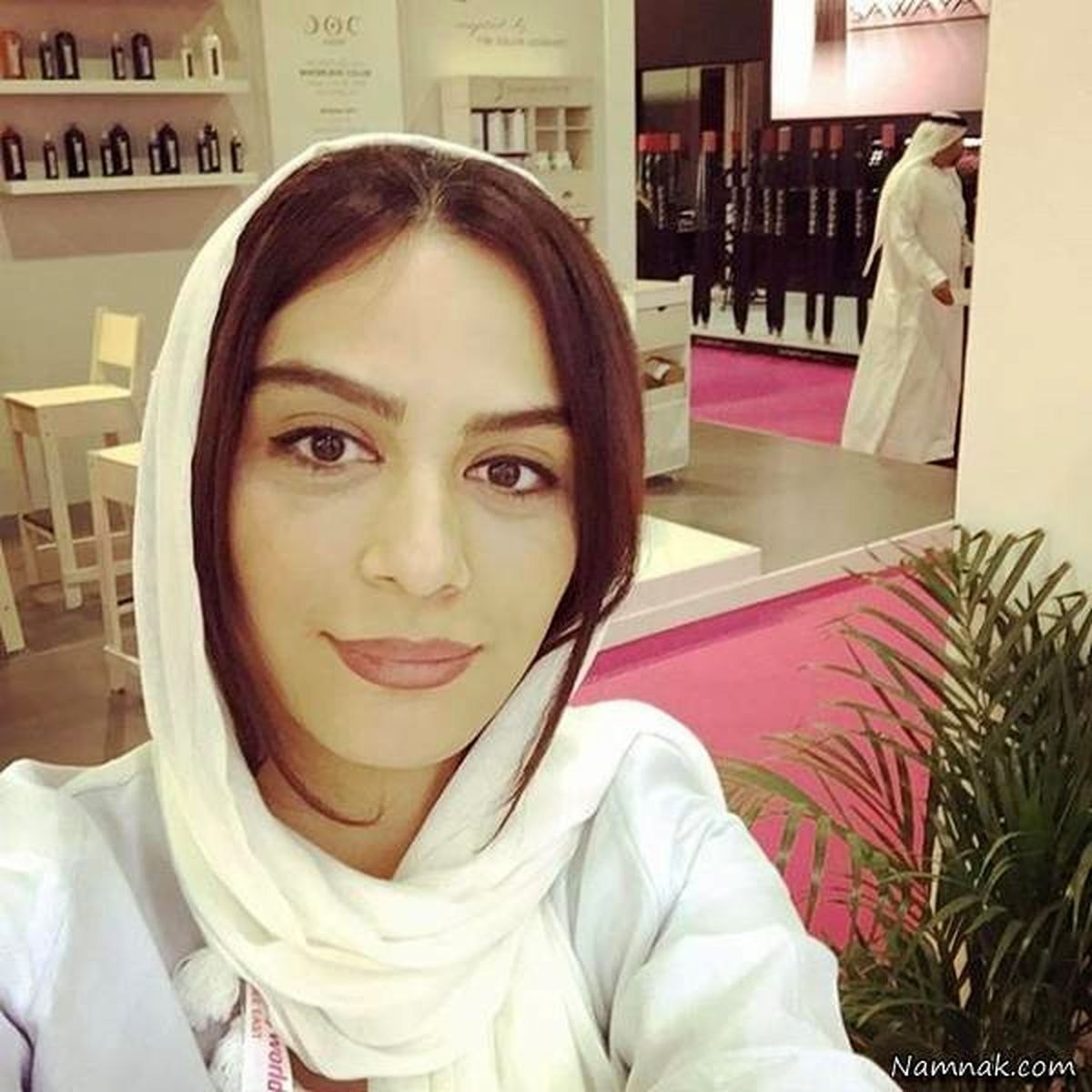 خوابیدن مارال فرجاد در ماشین مهراب قاسمخانی جنجالی شد +عکس