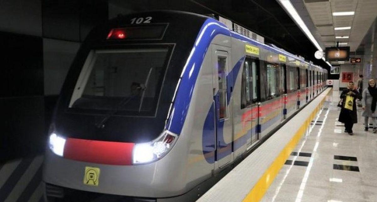 لحظه سرقت  میلههای مترو توسط دزد بیخیال!+فیلم