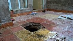سقوط وحشتناک پدر و دختر درون چاه فاضلاب