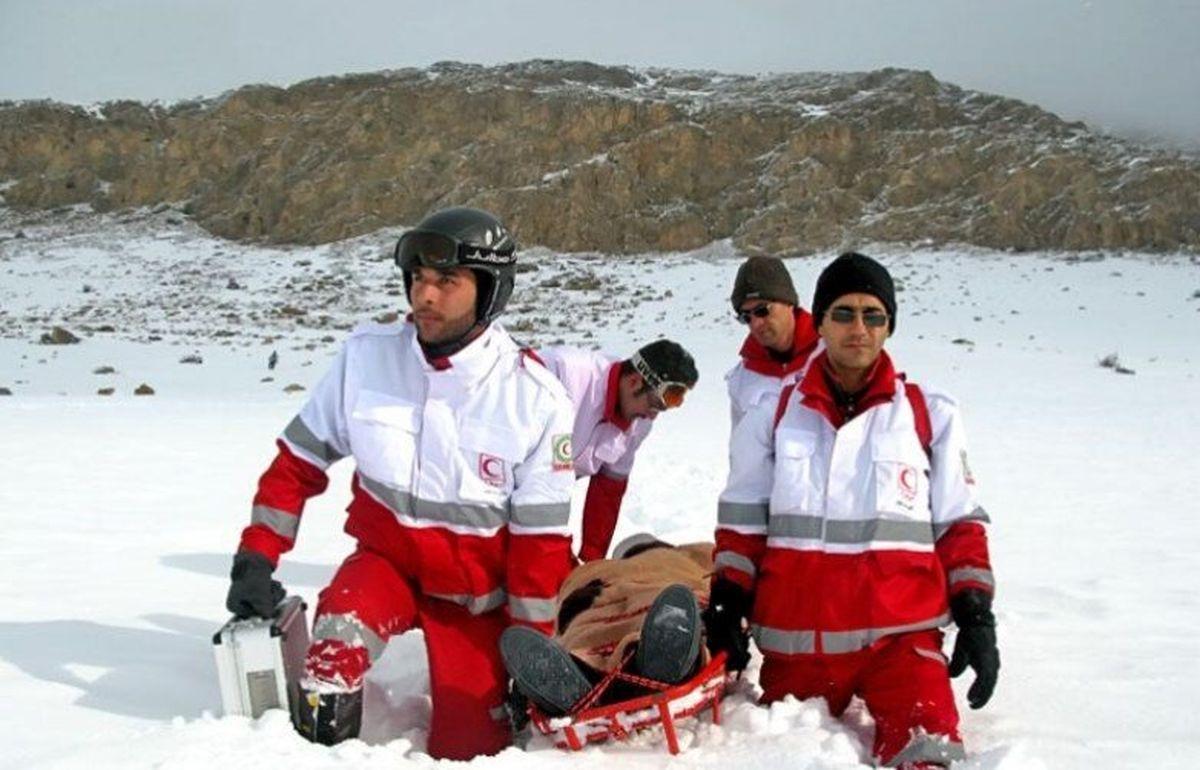 لحظه دیدنی نجات از زیر بهمن+فیلم داغ