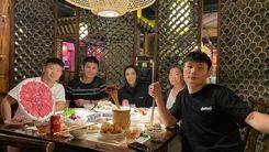 سوشی خوردن الهه منصوریان  در دورهمی رفقای چینی +عکس