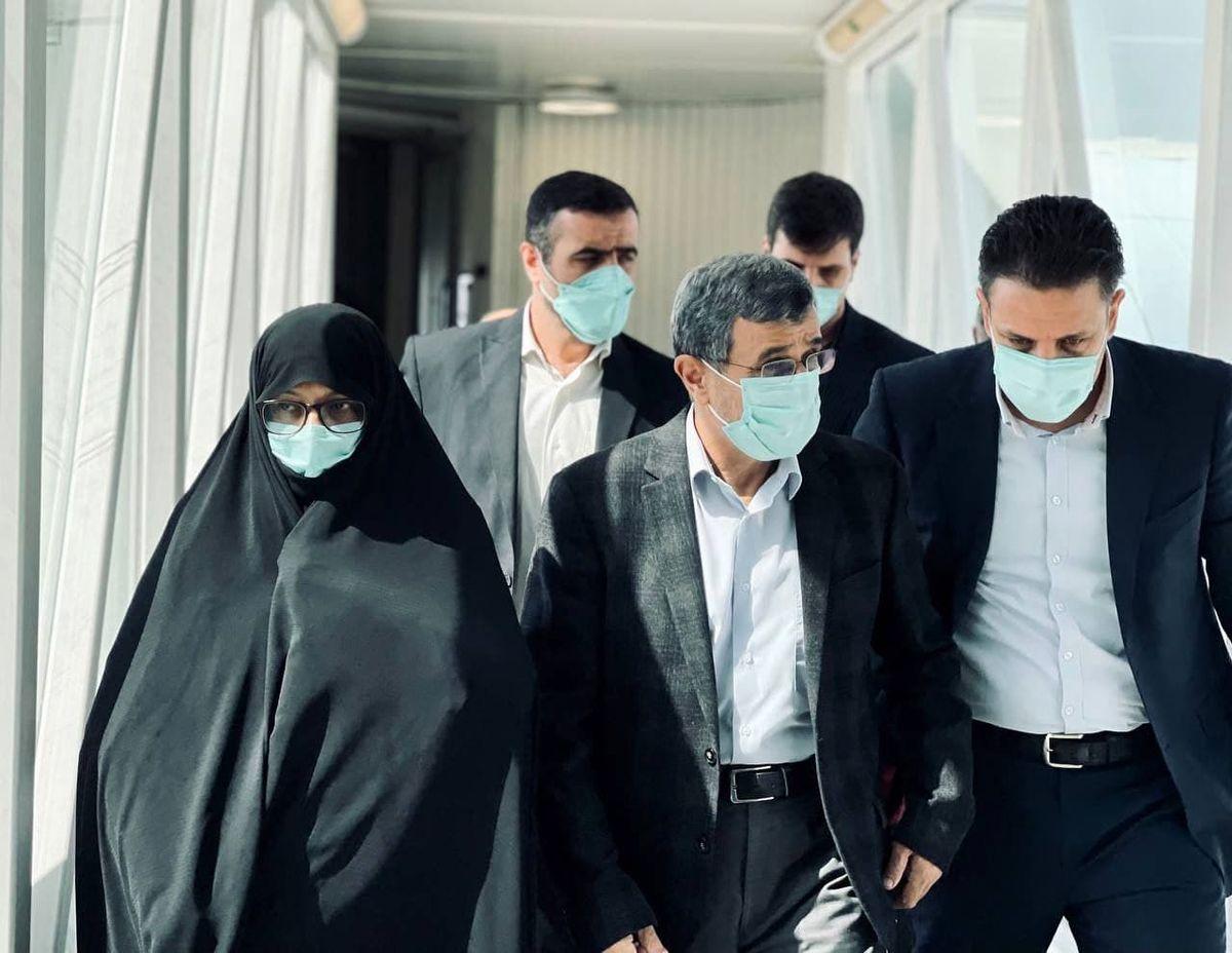 عکسی از احمدی نژاد و همسرش در سفر دبی